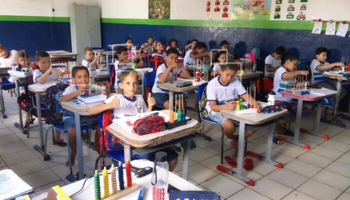 Alunos da rede municipal de educação de Buenos Aires voltam às aulas
